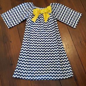 Boutique Sz 8 Chevron Bow Dress